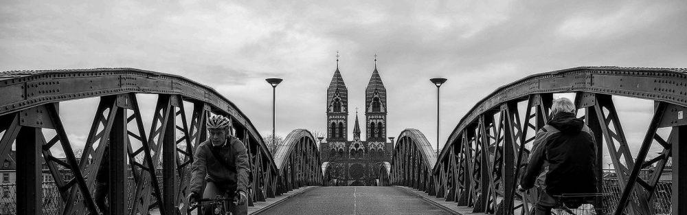 Freiburg, blaue Brücke